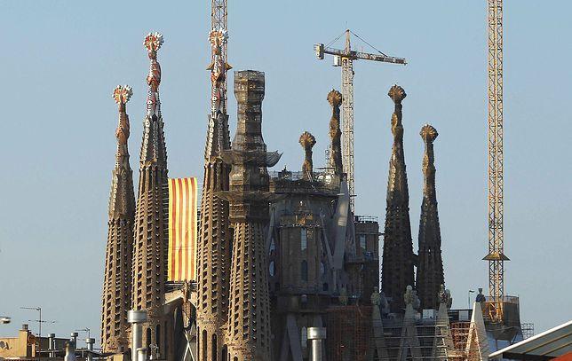Sagrada Familia to jeden z symboli Barcelony. Budowana od 1882 roku świątynia wciąż nie została ukończona.