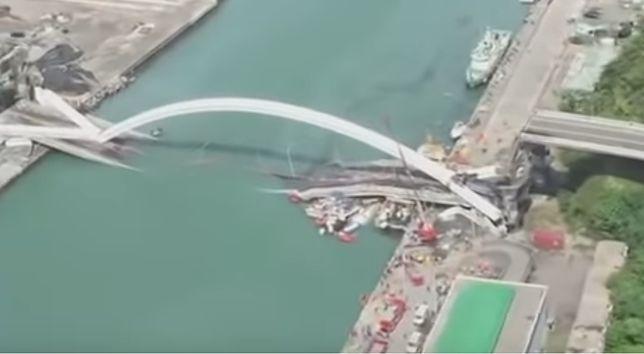 Tajwan. Most zawalił się, a w porcie zapanował chaos. Są ranni [WIDEO]