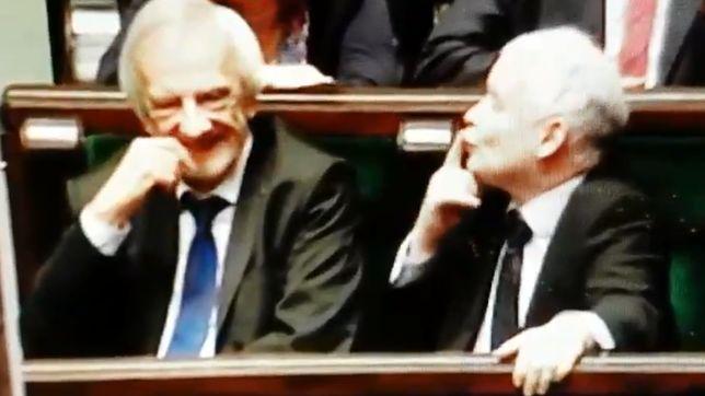 Jarosław Kaczyński dobrze się bawił w czasie expose Mateusza Morawieckiego