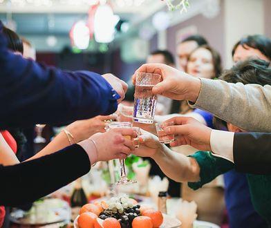 Alkohol na wigiliach służbowych jest normą