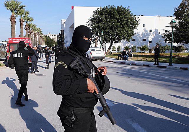 Tragiczny bilans ofiar po zamachu w Tunisie - zdjęcia
