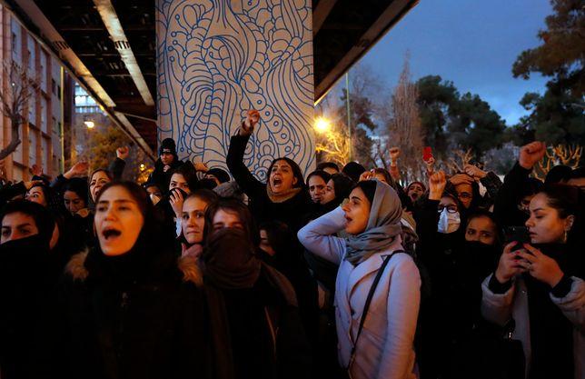 Iran. Demonstracja po przyznaniu się władz do zestrzelenia boeinga