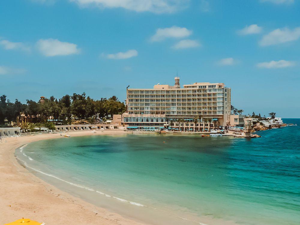 """Plaże """"tylko dla turystów"""". Kontrowersyjna decyzja władz egipskiego miasta"""