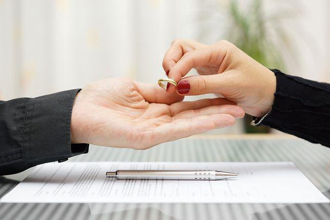 Średni czas trwania rozwodu z orzekaniem o winie to 5-6 lat.