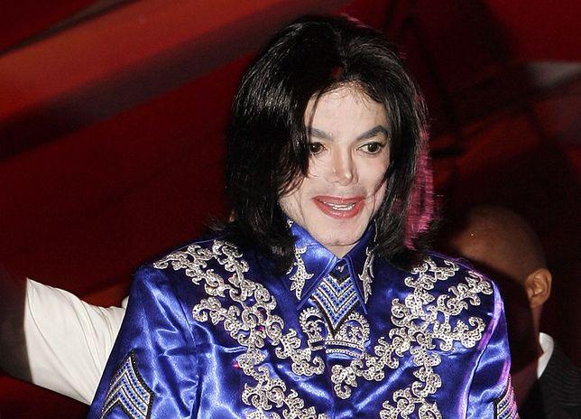 Michael Jackson podczas 50. urodzin projektanta Christiana Audigiera w Los Angeles