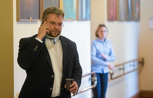 Radny PiS Rafał Piasecki podczas sesji rady miasta