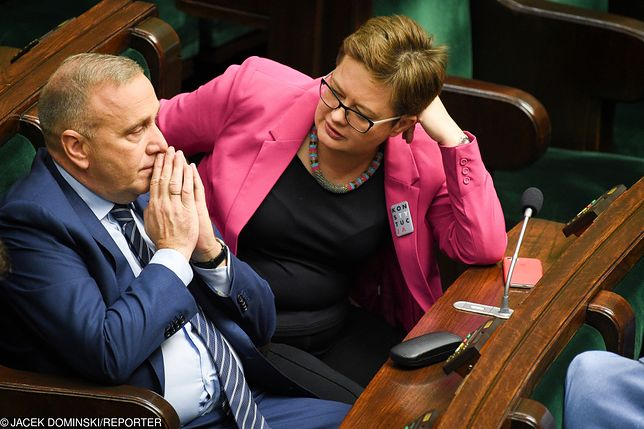Opozycja stawiła się w Sejmie tłumnie. Ale nie udało się jej przegłosować wniosku