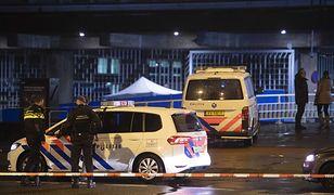 Policjanci otoczyli ścisłym kordonem miejsce, gdzie doszło do strzelaniny