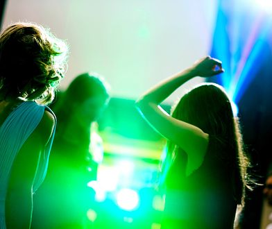 """Koronawirus w Polsce. Zakażenia po imprezie """"Big Boat Party"""" na katamaranie w Zatoce Gdańskiej (zdjęcie ilustracyjne)"""