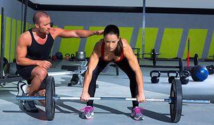 Trener personalny pomoże ułożyć program ćwiczeń i plan żywieniowy.