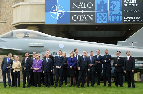 Członkowie szczytu NATO w Newport