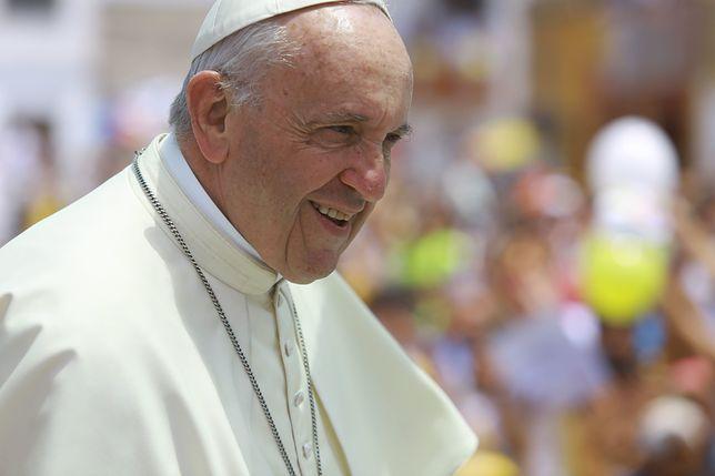 """Papież Franciszek w niedzielę mówił o """"targowisku"""" w kościołach"""