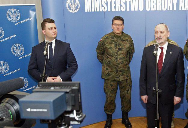 Bartłomiej Misiewicz bawił się w klubie w Białymstoku: chcesz być ministrem obrony terytorialnej?