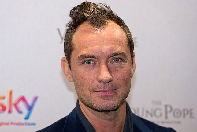 #dziejesiewkulturze: Jude Law w zaskakującej roli. Młody papież zostanie młodym czarodziejem