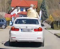 """Ksiądz błogosławił w Boże Ciało prosto z BMW. """"Jezus Chrystus jechał na osiołku"""""""