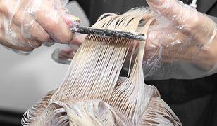 Farbowanie włosów szamponetką można wykonać samodzielnie lub u fryzjera