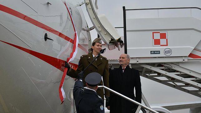 Szef MON Antoni Macierewicz w listopadzie powitał nowy samolot dla VIP-ów. Poleci nim dopiero wiosną.