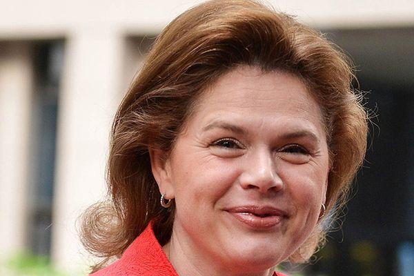 """Kandydatka na komisarza ośmiesza UE? Alenka Bratuszek śpiewa, """"niech żyje komunizm"""""""