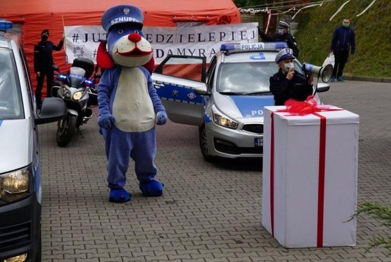 Gliwiccy policjanci przygotowali niespodziankę dla małych pacjentów szpitala