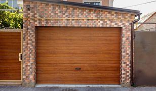 Uchylna brama garażowa - dobry wjazd
