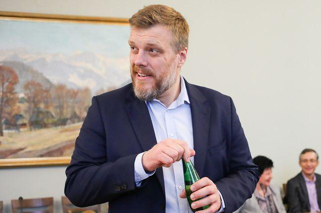 Adrian Zandberg chce obniżyć posłom pensje