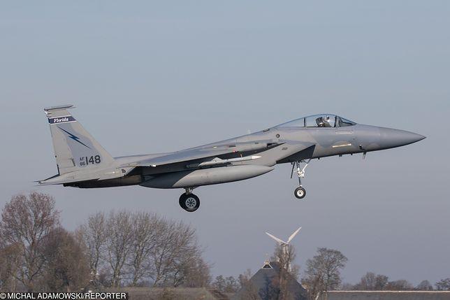 Wielkopolska. Awaryjne lądowanie F-15 w Powidzu