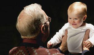 Dzieci są bezpieczniejsze, gdy prowadzi dziadek