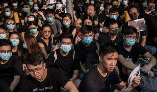 Szkolni koledzy protestującego, który został postrzelony przez policjanta w Hongkongu