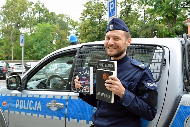Policjant jest pisarzem. St. sierż Aleksander Sowa napisał już blisko 30 książek
