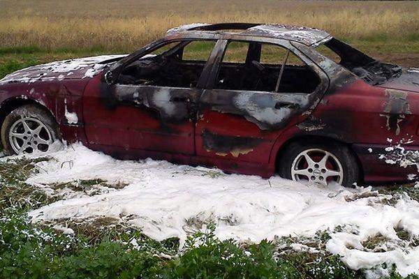 Ukradli auto, przejechali się nim i podpalili. Grozi im teraz 8 lat więzienia
