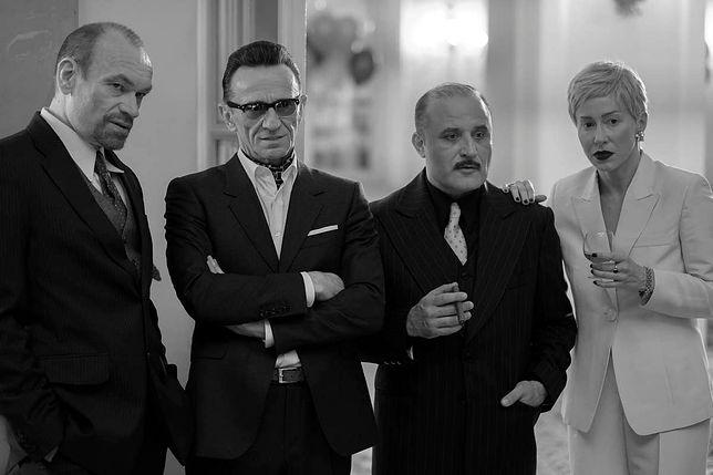 """Paweł Wilczak, Katarzyna Warnke, Mariusz Bonaszewski i Przemysław Bluszcz w filmie """"Pan T.""""."""