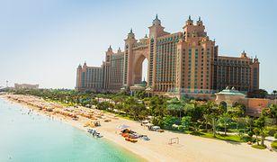 Hotel Atlantis, The Palm w Dubaju jest usytuowany na jeden z 3 sztucznych wysp w kształcie palm - Palmie Dżamira