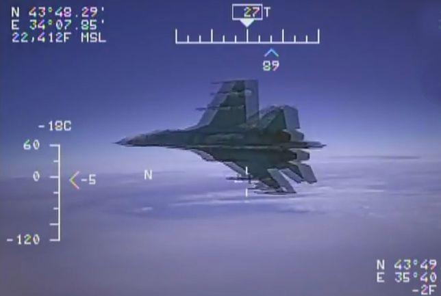 """Tak Rosjanie igrają z USA. Pokazali wideo jak Su-27 przechwytuje """"szpiegowską maszynę"""""""