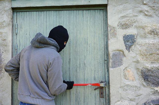 Mieszkańcy łączą tajemnicze symbole z działalnością złodziei.