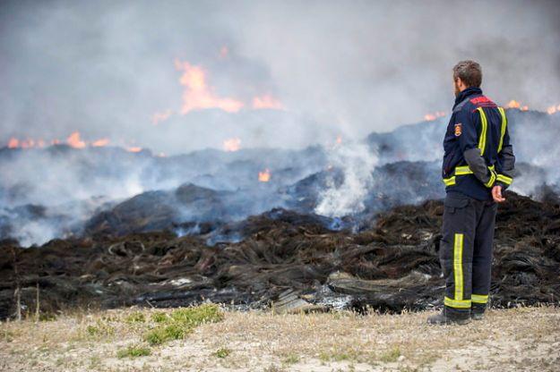 Ogień objął 11-hektarowe wysypisko