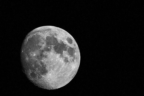 Poświąteczne spotkanie Księżyca z Saturnem i Spiką