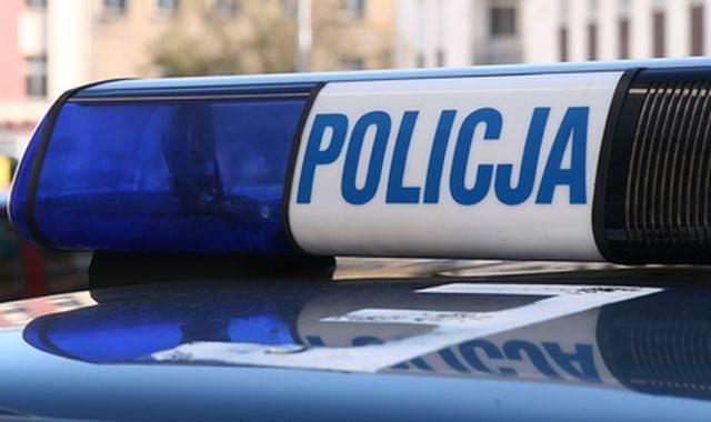 Policjanci stanęli na torach w Chodzieży w niedzielę. Spadły na nich rogatki