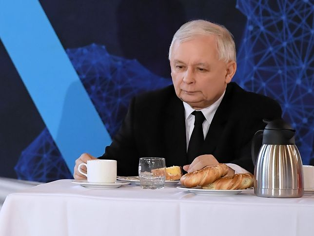 Prezes PiS Jarosław Kaczyński podczas konferencji prasowej w Krakowie pod koniec kwietnia