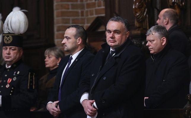 Fundacja założona przez Tomasza Sakiewicza (w środku) może stracić miliony