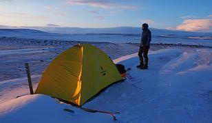 Poranek po burzy śnieżnej na równinie Sprengisandur.