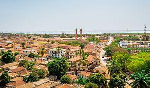 Do Gambii najlepiej wybrać się między listopadem a marcem. Do Bandżulu, stolicy Gambii, kursują wówczas regularnie samoloty czarterowe z Warszawy i Katowic