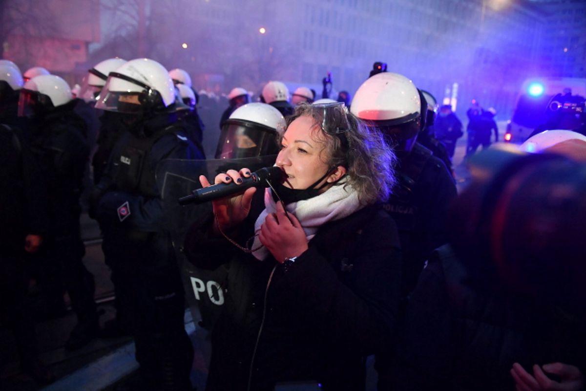 Warszawa. Liderka Ogólnopolskiego Strajku Kobiet Marta Lempart podczas demonstracji