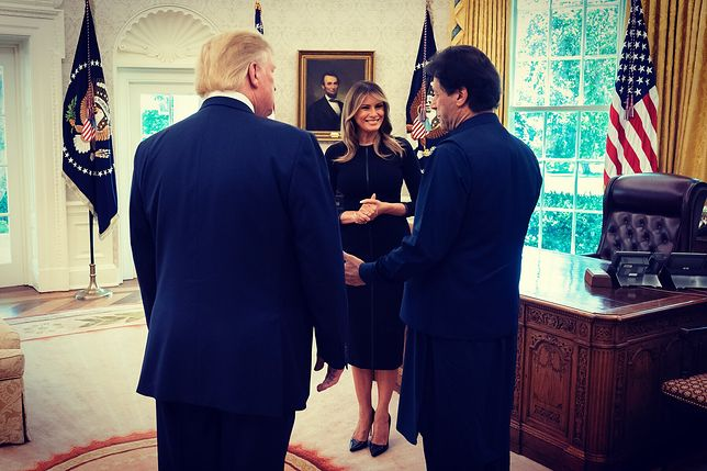 Melania Trump z premierem Pakistanu. Fani wychwycili błysk w jej oku