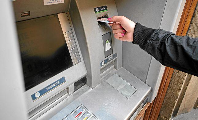 Weekendowe przerwy techniczne w bankach to standard.