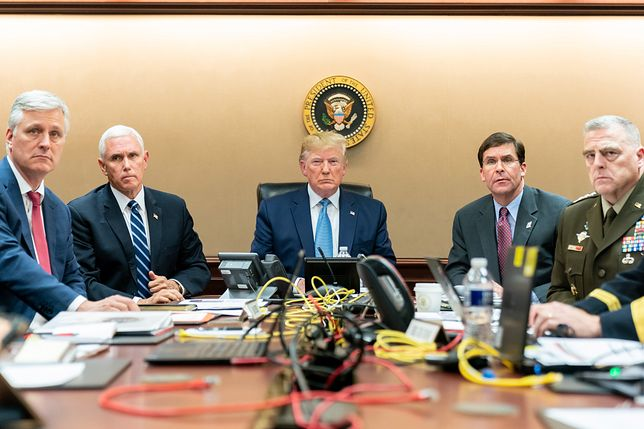 Od lewej: doradca ds. bezpieczeństwa narodowego Robert O'Brien, wiceprezydent USA Mike Pence, prezydent USA Donald Trump, sekretarz obrony USA Mark Esper, generał Mark A. Milley.