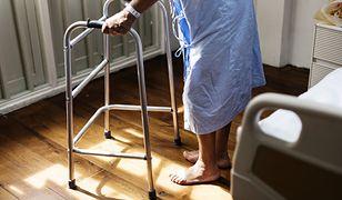 Najstarsi pacjenci masowo trafiają do szpitali