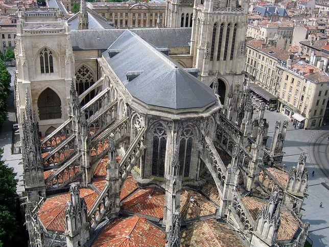Widok na gotycką katedrę St. Andre w Bordeaux