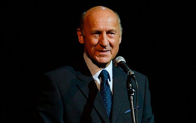 Piotr Fronczewski nie opowiedział się za żadną opcją polityczną. Mówił o niezależności sądów