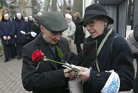 1 listopada kwestowano na cmentarzach