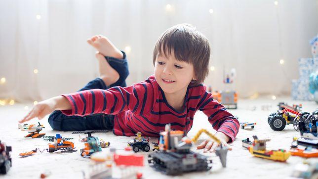 Można się bawić bez prądu. Prezenty, które odciągną dziecko od komputera
